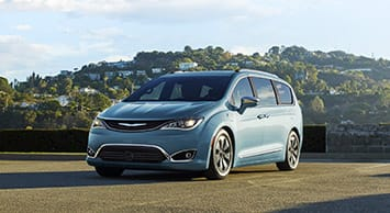 2017 Chrysler Pacifica Hybrid Front Side View Thumb