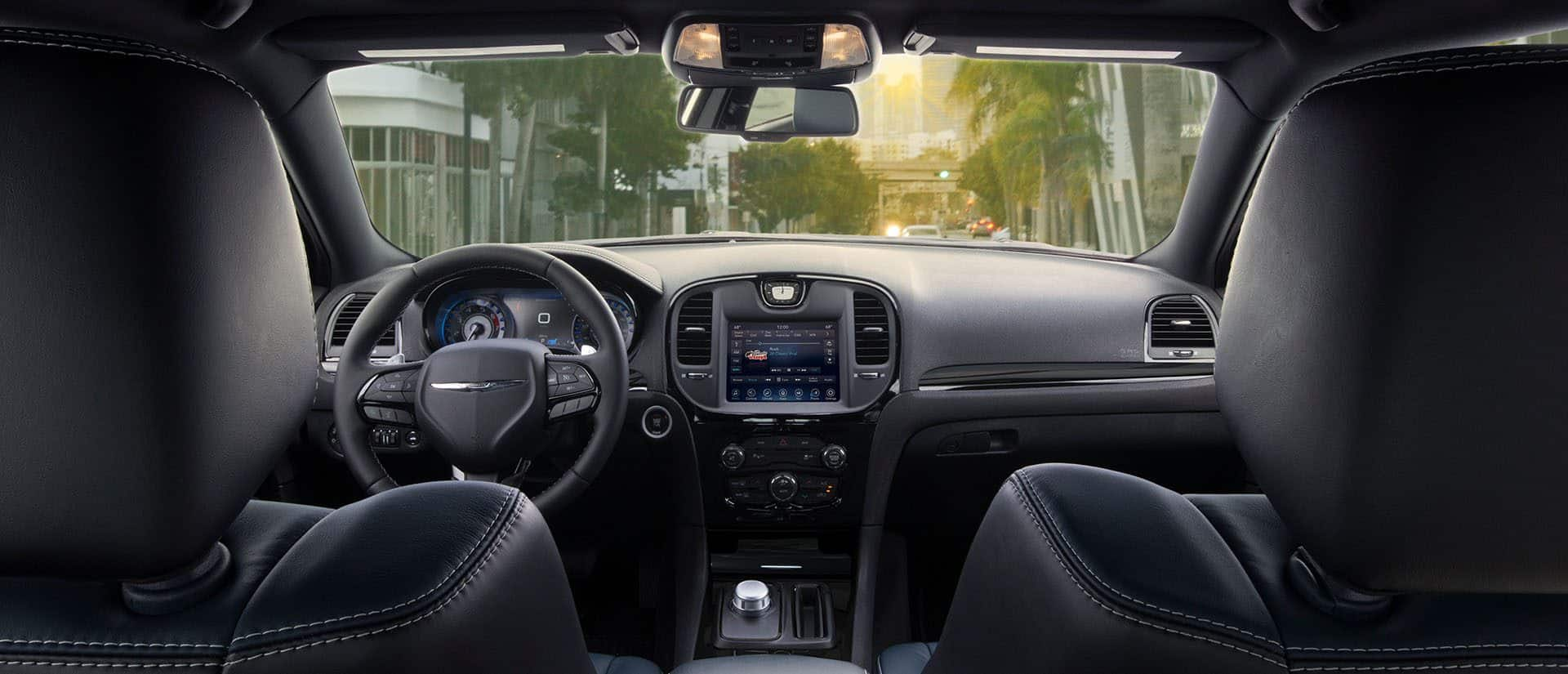 2018 Chrysler 300 Smart Interior Features