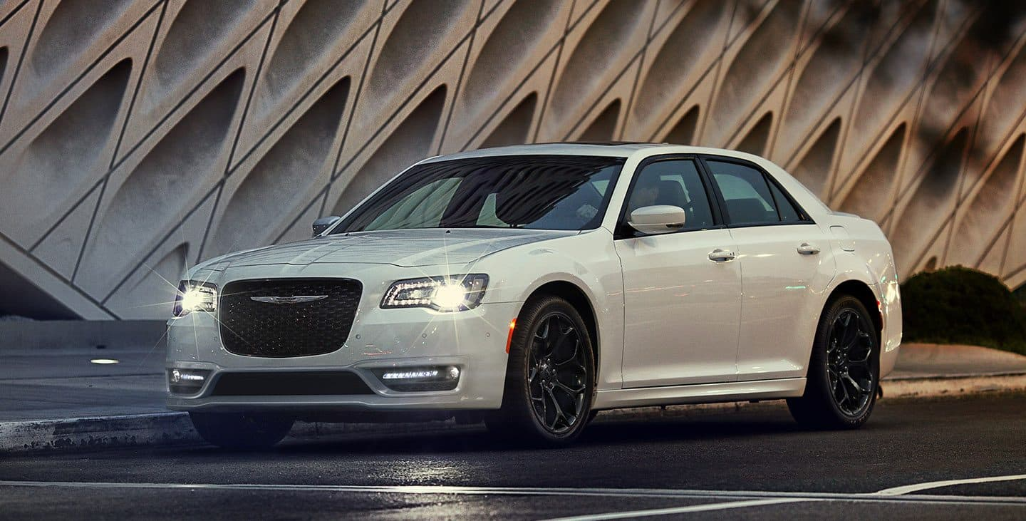 2019 Chrysler 300 Gallery 01