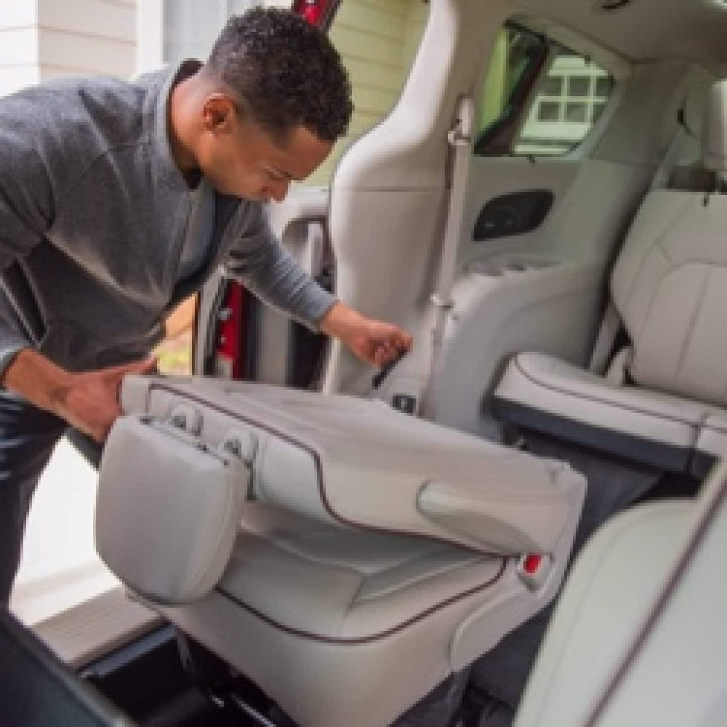 2020 Chrysler Town Country New Review